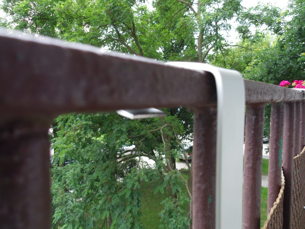 listwę aluminiową wygnij na kształt balustrady