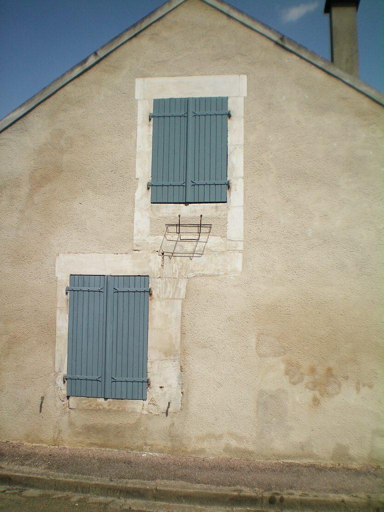 niebieskie okiennice