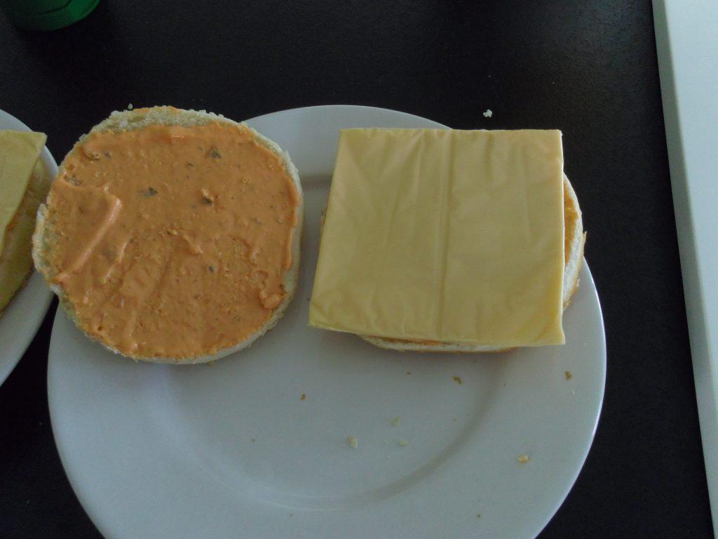 Chedar na domowym hamburgerze