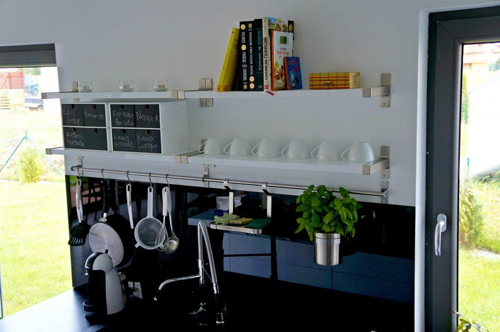 Aranżacja ściany w kuchni - sposób funkcjonalny