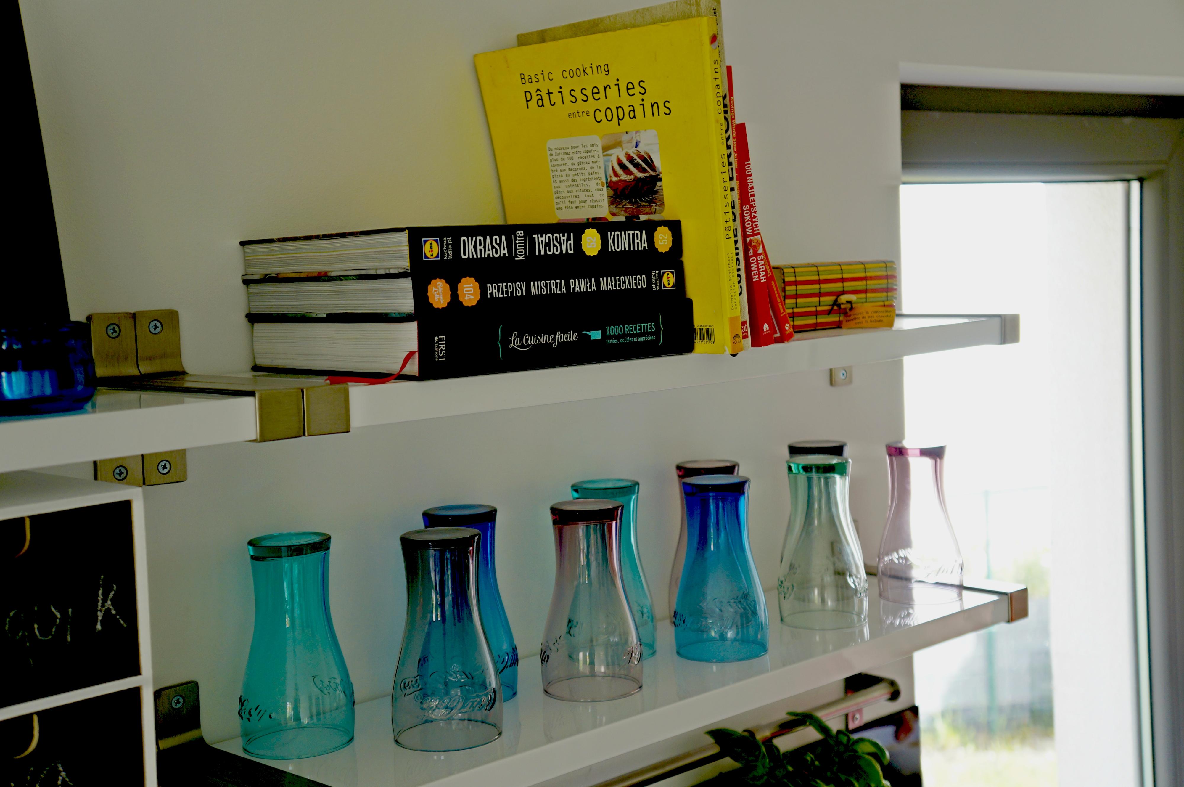 kolorowe szklanki z McDonalds