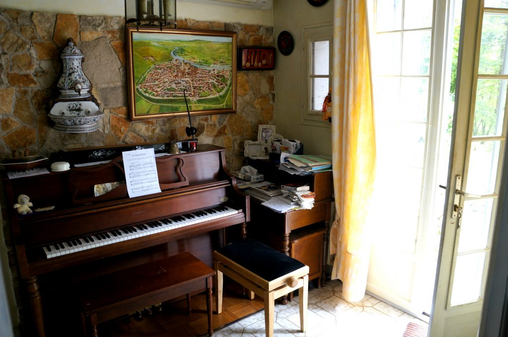 pianino w przedsionku