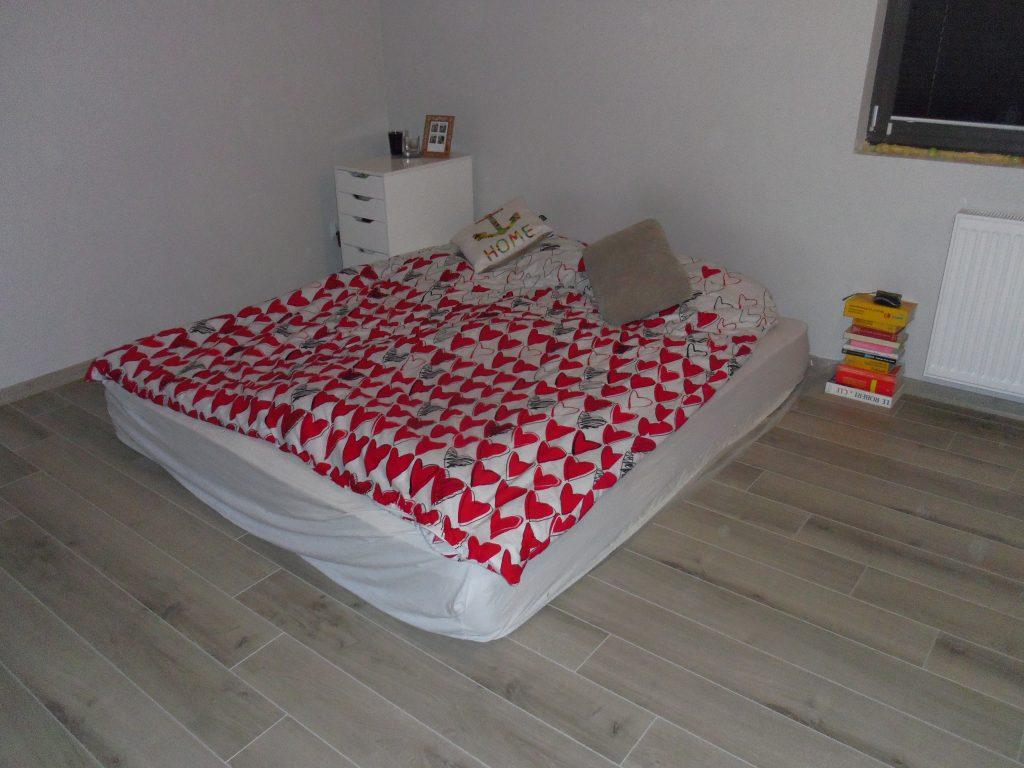 materac zamiast łóżka
