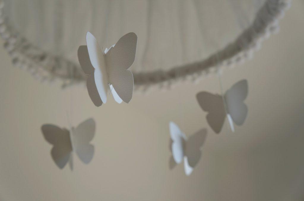 lampa diy z motylkami