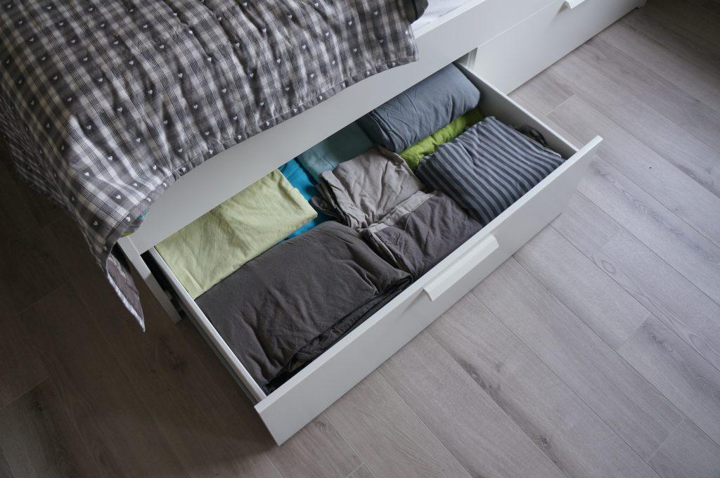 szuflada pod łóżko