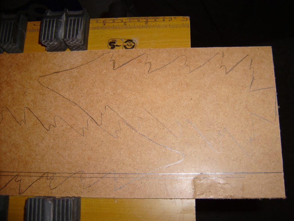Odrysowana choinka na plecówce