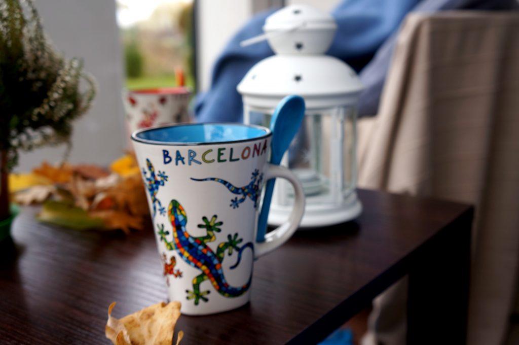 niebieski kubek z Barcelony
