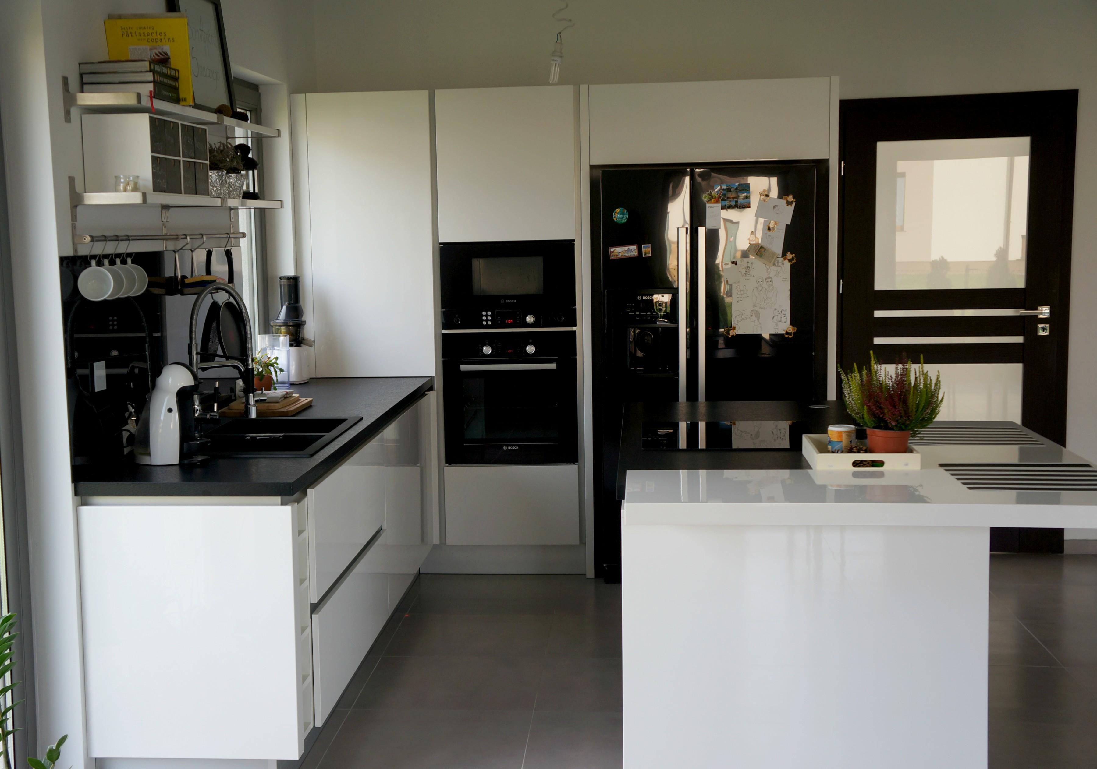 Biało czarna kuchnia  tak mieszkam  Projekt Dom