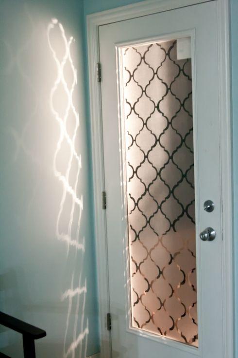 drzwi z szybą w marokańską koniczynę