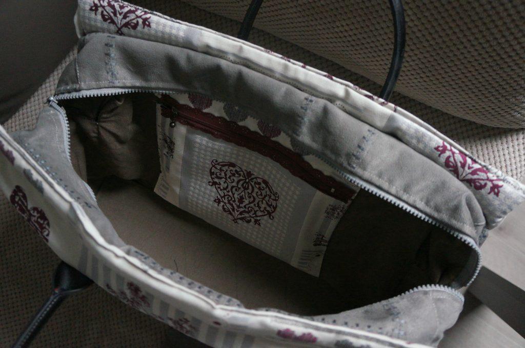 wnętrze torebki