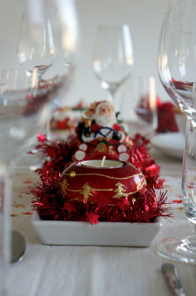 czerwono-beżowe dekoracje świąteczne