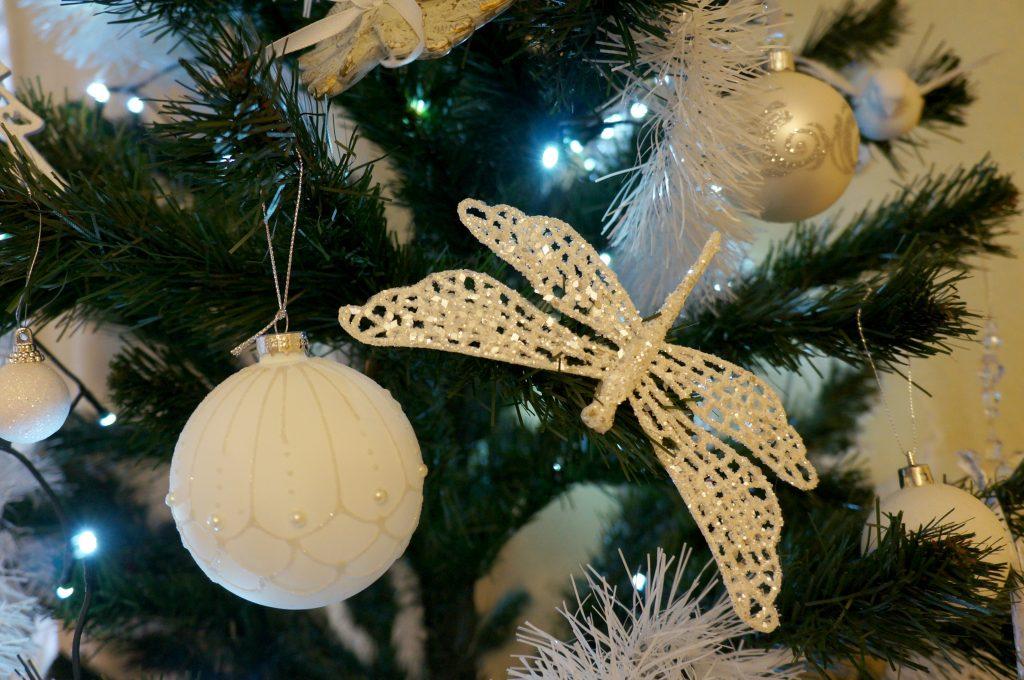 białe ozdoby świąteczne