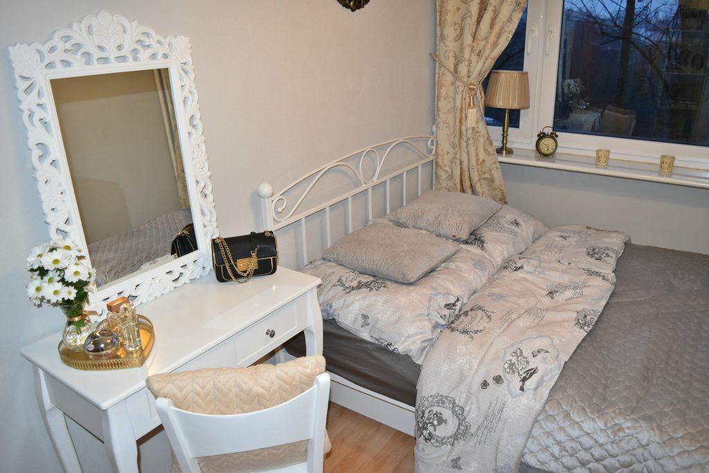 mała sypialnia glamour