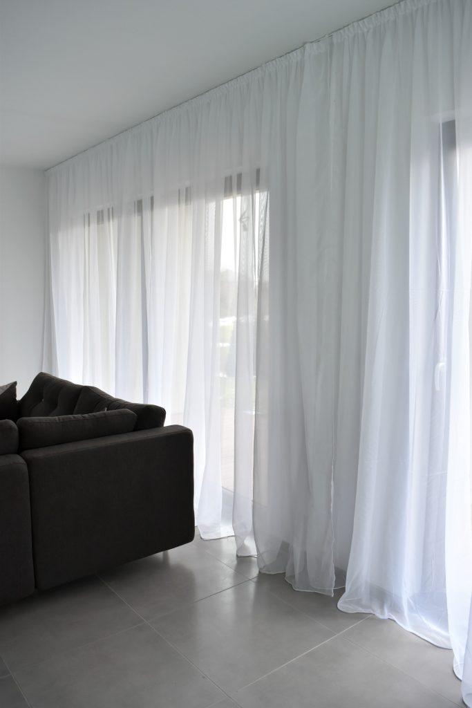 czym zasłonić okna na parterze?