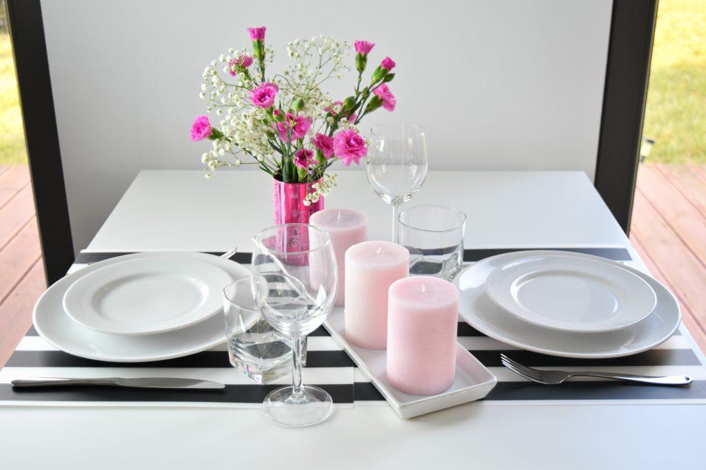 nowoczesna aranżacja stołu