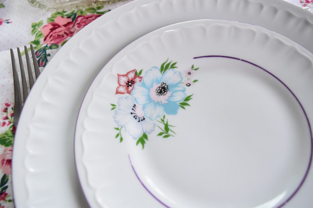 talerz z kwiatkami