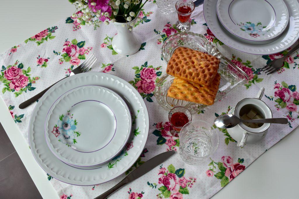 kwiatowa aranżacja stołu