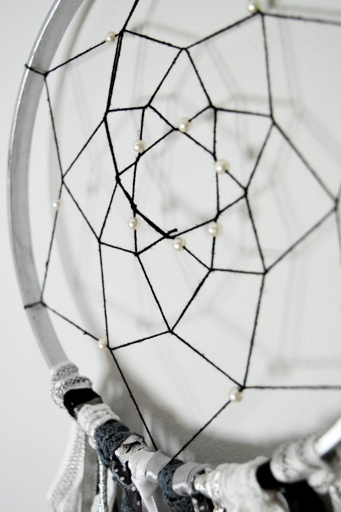pajęczyna z perełkami