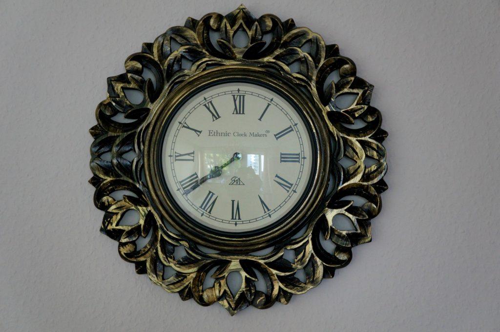 zegar ścienny rzeźbiony