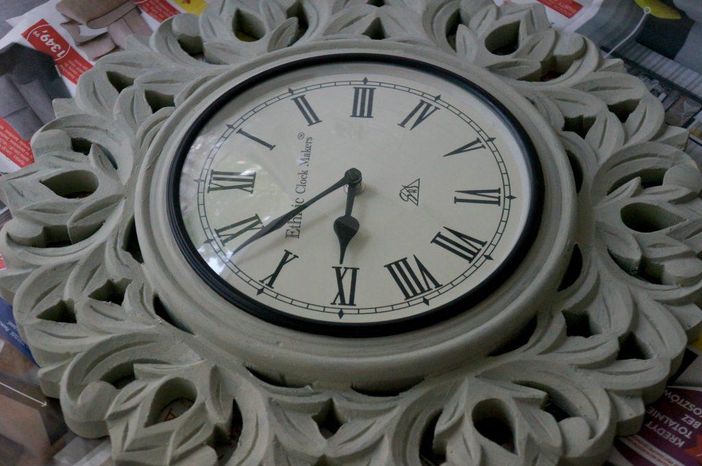 zegar po malowaniu farbami byta-yta