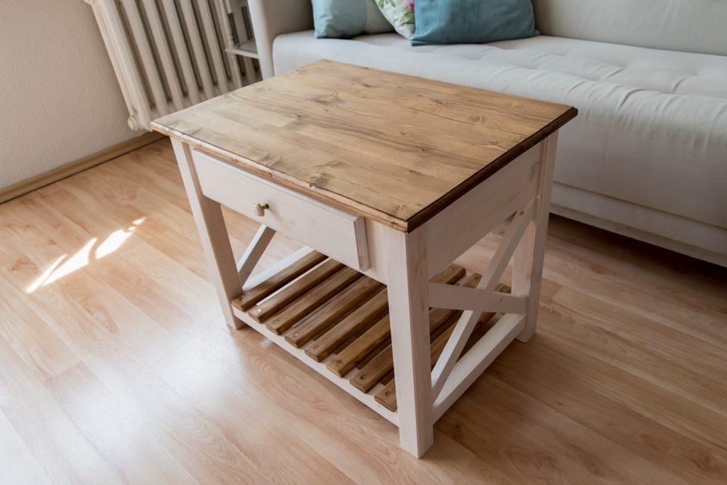 stolik z drewna DIY