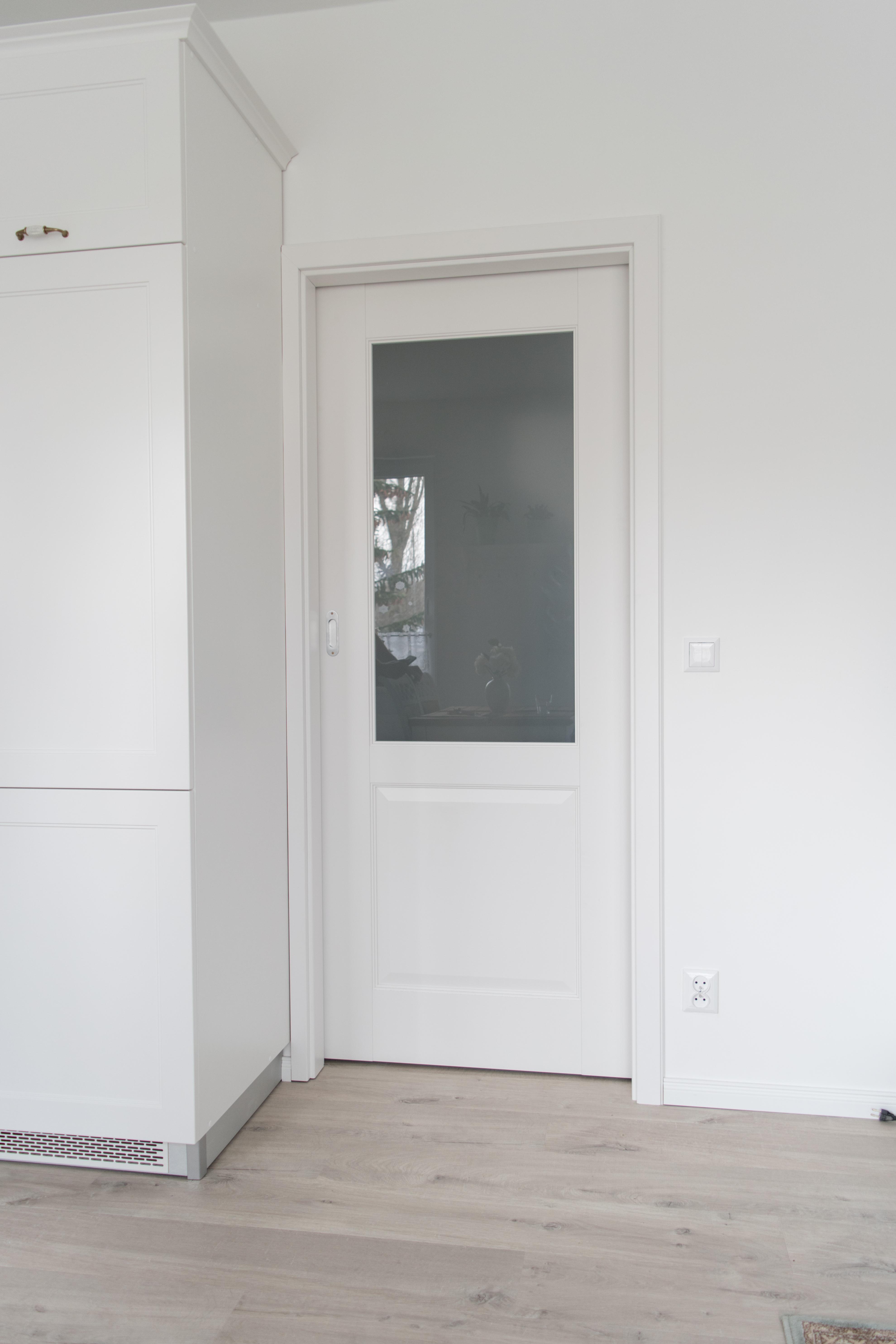 drzwi na szynie