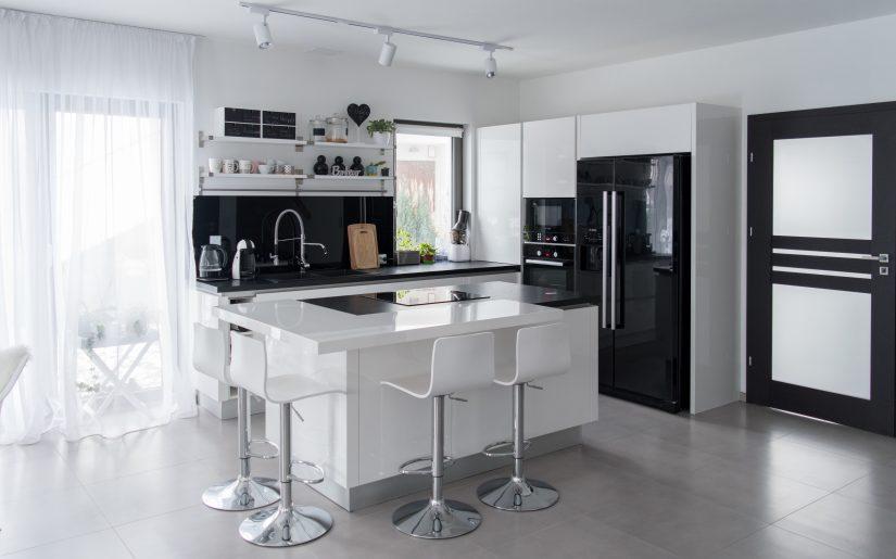biała kuchnia na wysoki połysk