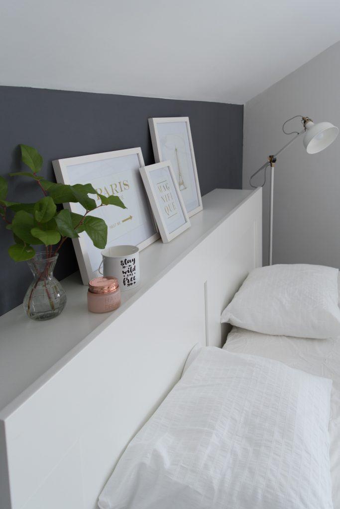 łóżko z zagłowkiem
