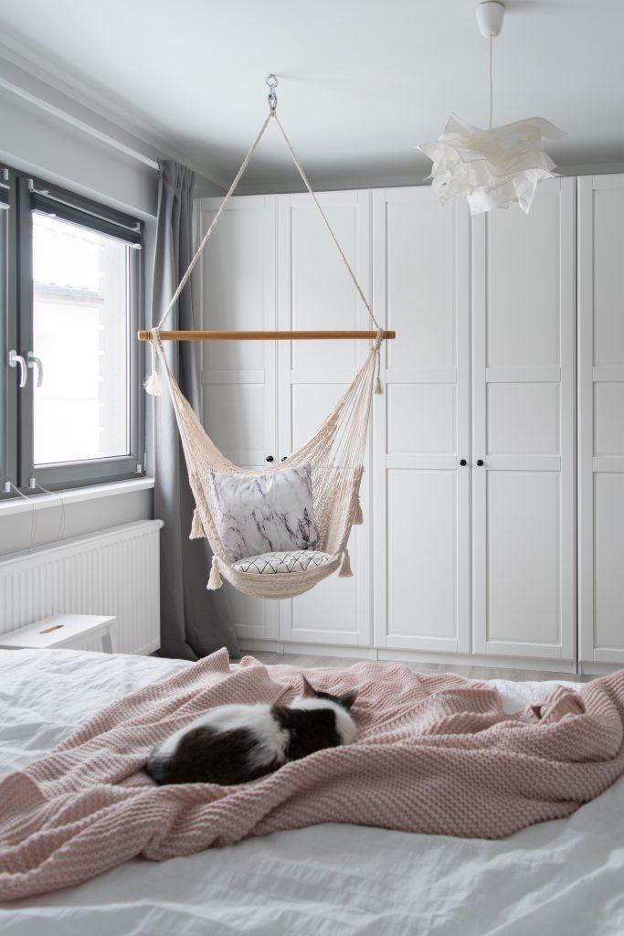 hamak w sypialni